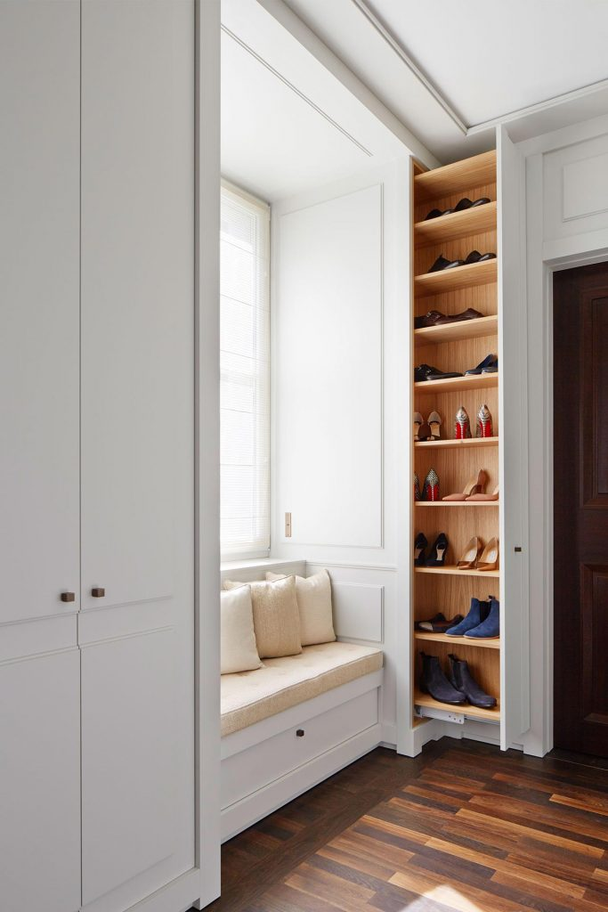 dressingroom with niche and shoe cupboard