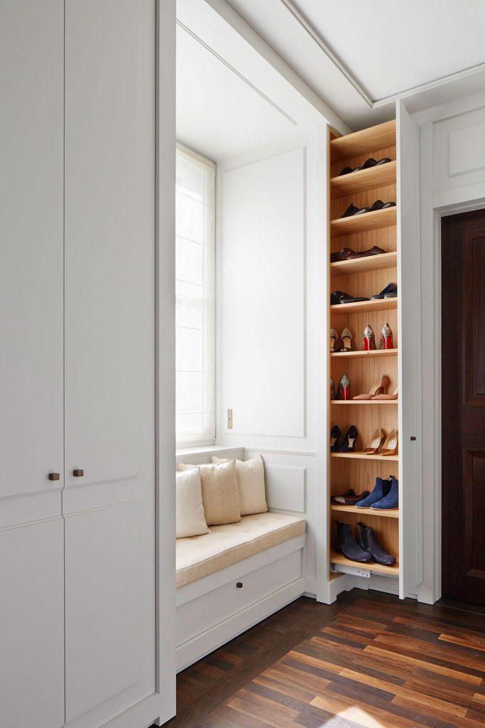 Dressingroom mit Sitznische und Schuhschrank