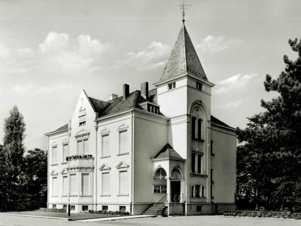 The magnificent city villa of the manufacturer Girmes is the first villa construction by the Schmitz company