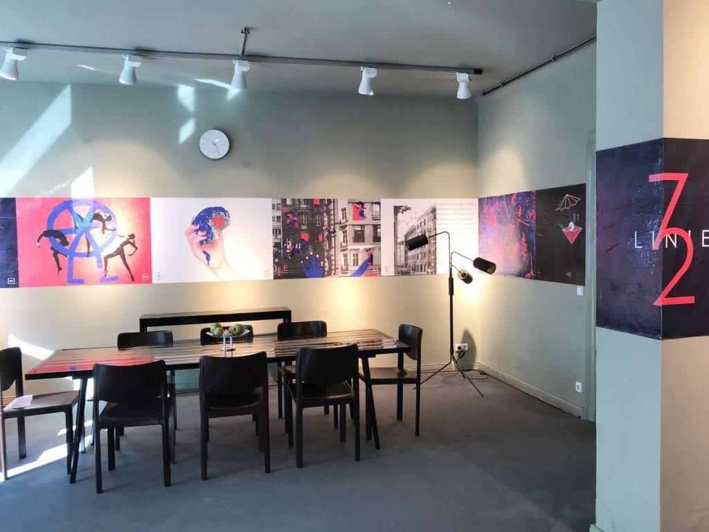 Baubüro von innen mit Plakaten der LINIE72