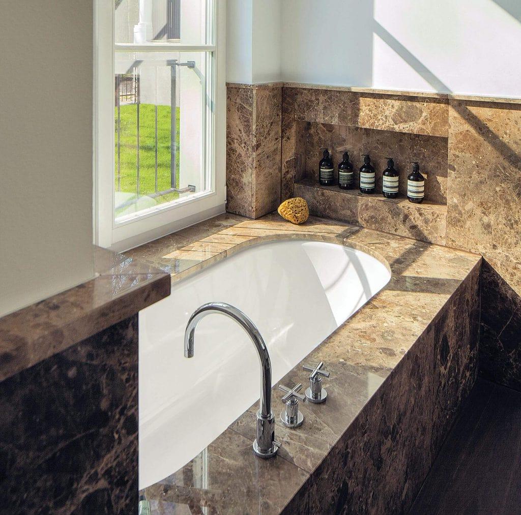 Naturstein Badewanne in Haus Weyhe